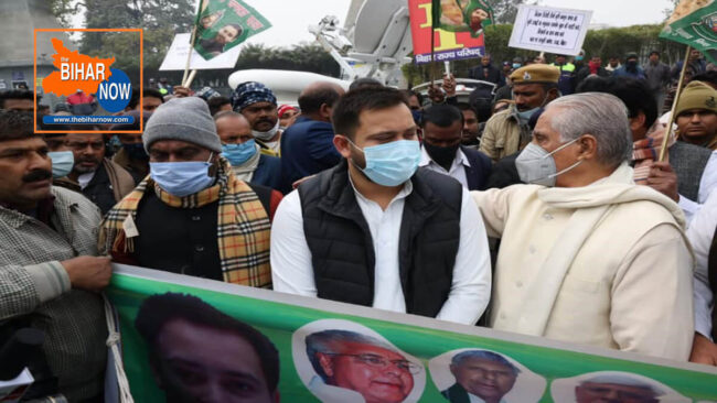 tejaswi yadav at human chain formed to support agitating farmers against new agri law